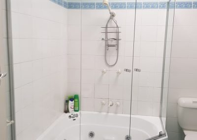Showers screen mirros Sydney 3 e1520385364230