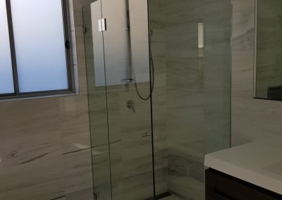 Showers screen mirros Sydney 6 e1520385312297